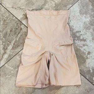 NWOT Spanx higher power shorts